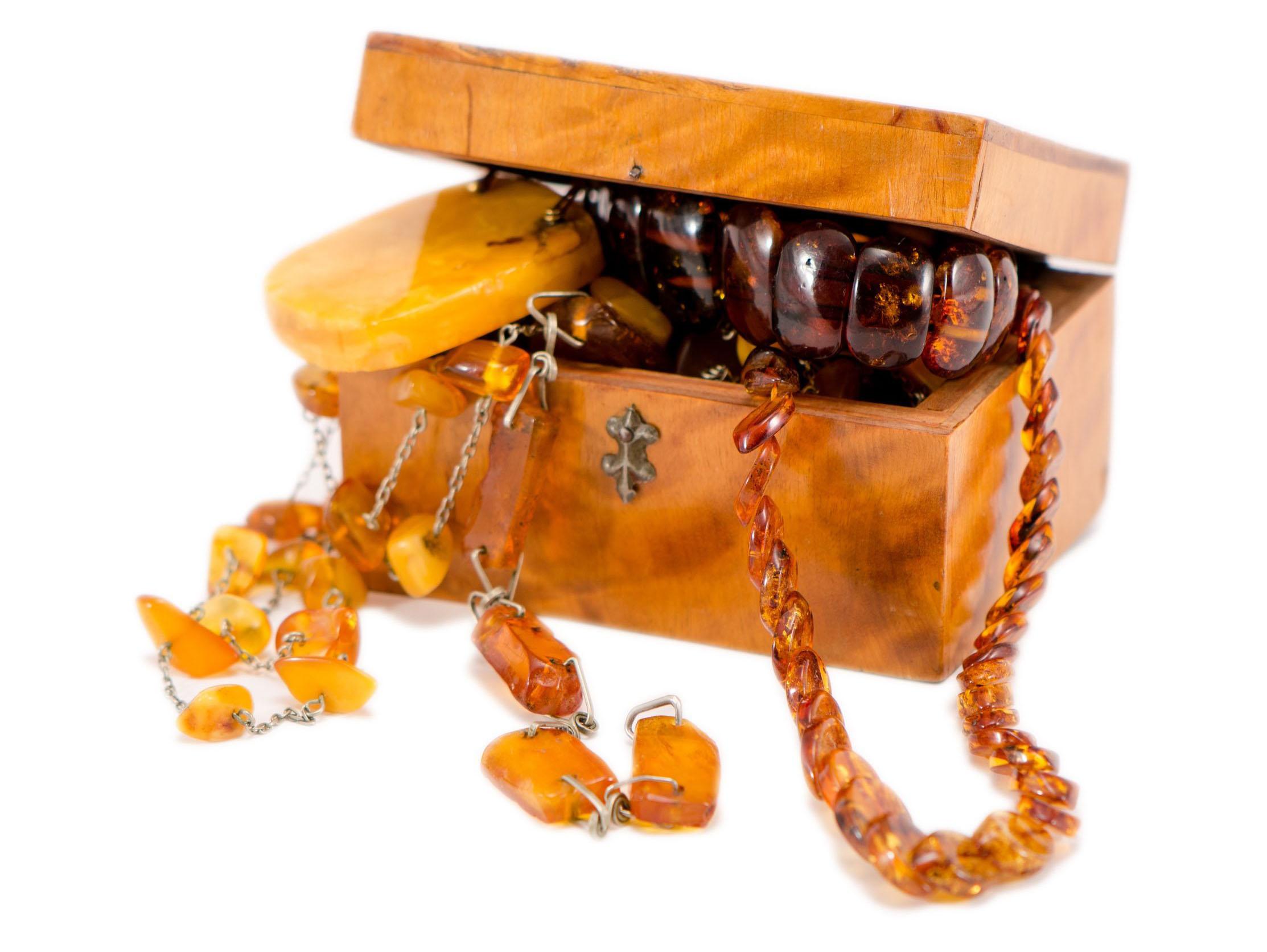 bernstein-koralle-ankauf-schmuckankauf-antikes-antiquitäten-solingen-düsseldorf-juwelier-gold-markenschmuck